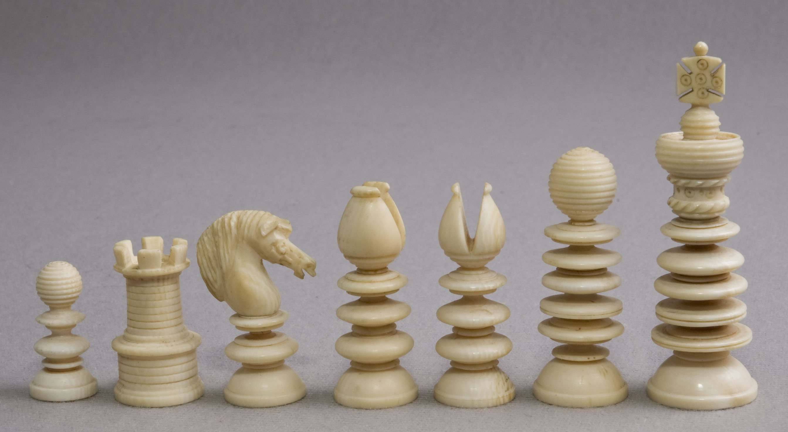 Small lund antique ivory chess set - Collectible chess sets ...