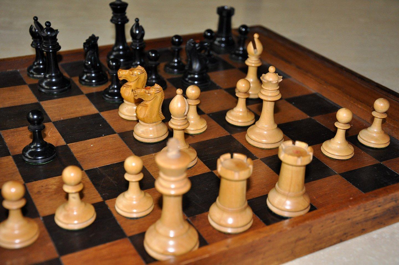 "Ayres Antique Staunton Chessmen, 3-1/8"""