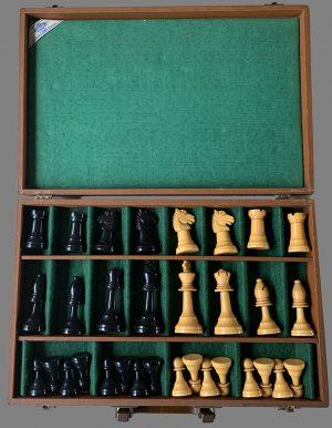 E. S. Lowe Bakelite Staunton Chessmen