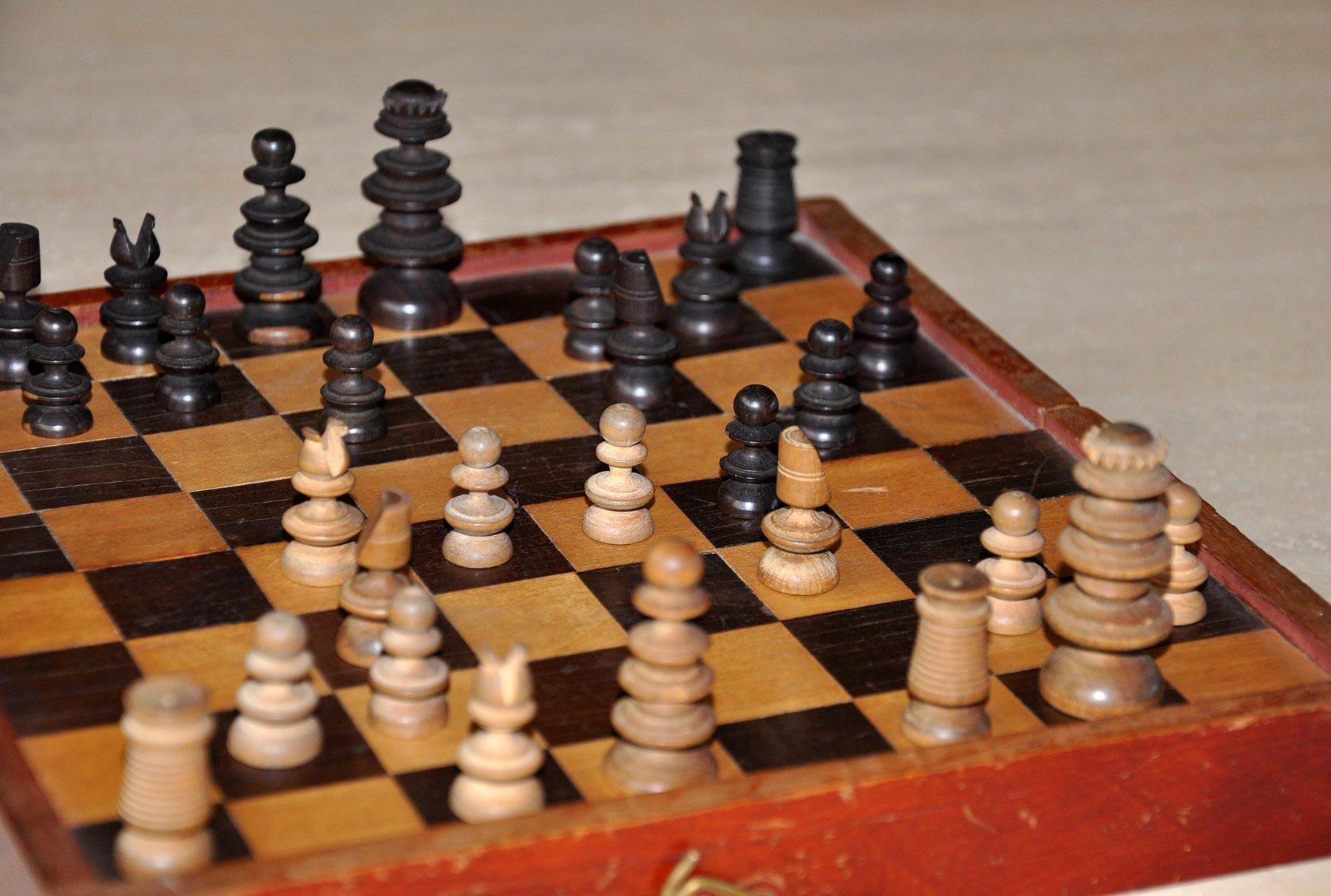 Old English Pattern Antique Chess Set