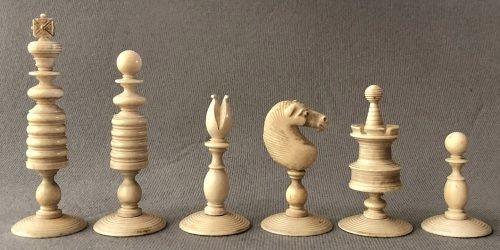 English Type II Playing Chessmen
