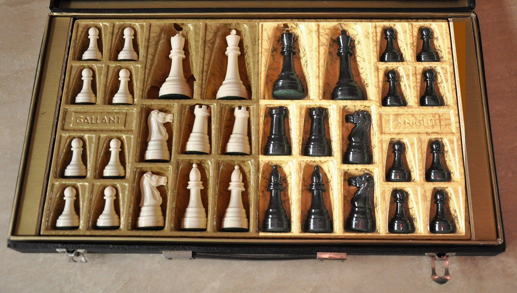 Vintage Gallant Knight Black Small Tournament Plastic Chess Set