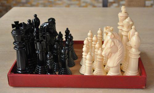 Kingsway Plastic Chessmen