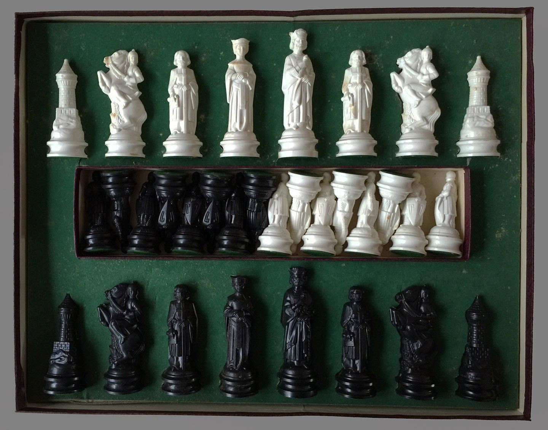 E. S. Lowe Renaissance Chess Set