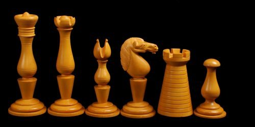 Grand Cigar Divan Chessmen
