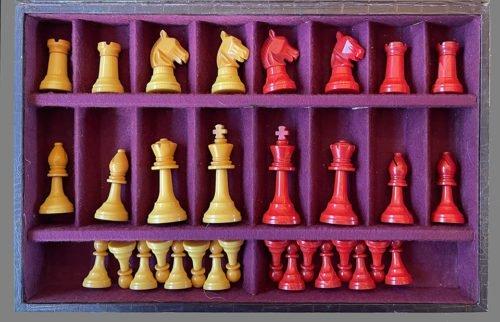 """E.S. Lowe Bakelite Staunton Chessmen, 3"""" King"""